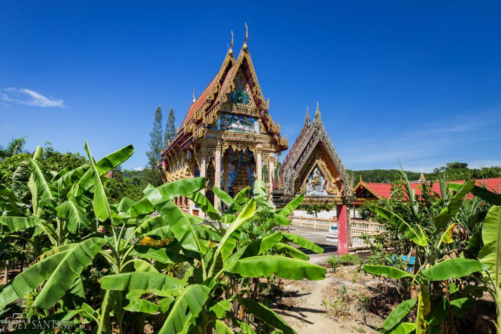 Side view of Wat Na Klang