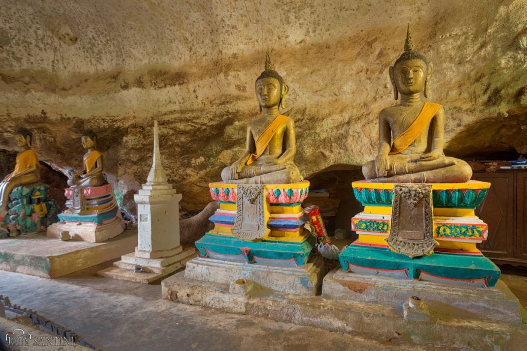 Smallers Buddhas inside the Cave